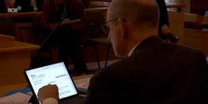 Gedaan met dikke stapels papier, rechters in Leuven krijgen als eerste digitale tablet