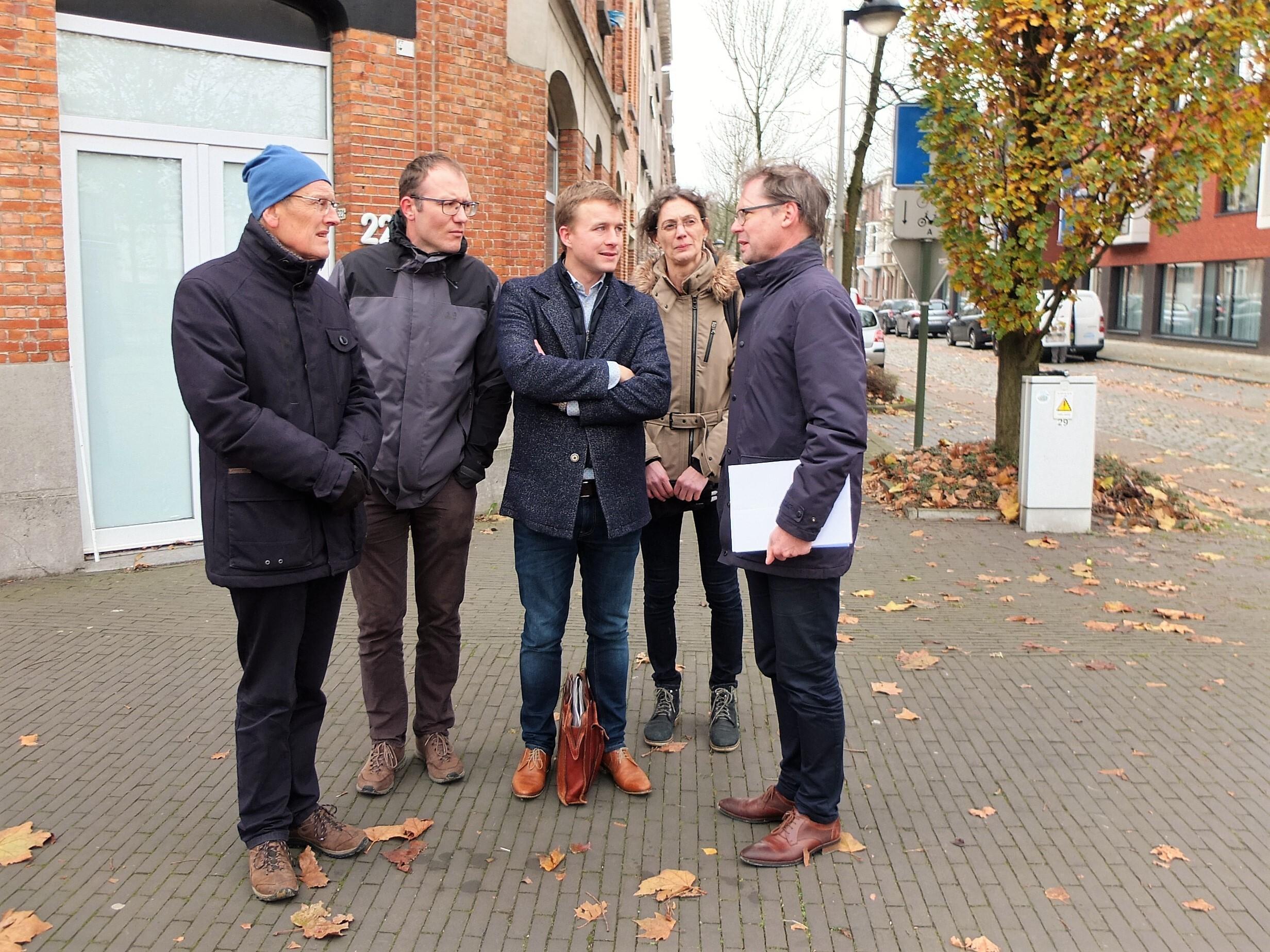 Vlnr: Arnold Van Hove (ZuidtrAnt), Geert Van den Berge (Ecopower), Hartwin Leen (Kelvin Solutions), Karen Feyen (ZuidtrAnt) en Wim Winckelmans van De Standaard