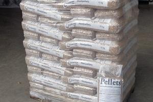 Afbeelding bij Pellets en briketten aan verlaagde prijzen, geleverd met een Ecopower-vrachtwagen.