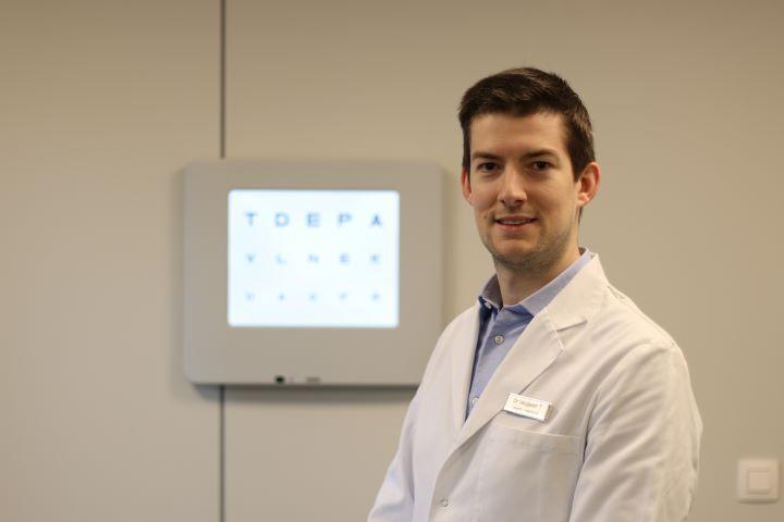 Dr Tim Veugelen
