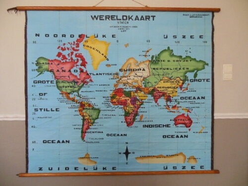 thumbnails bij product old map of the world - School chart