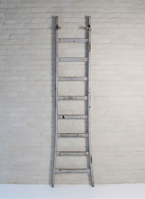 thumbnails bij product old wooden ladder