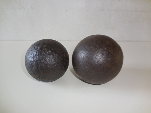 thumbnails bij product old iron/metal ball