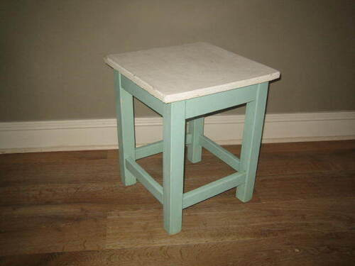 thumbnails bij product old blue stool