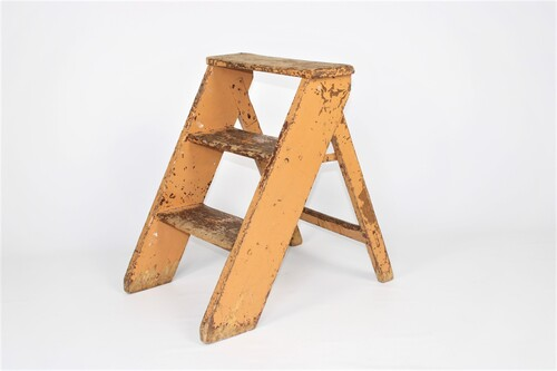 thumbnails bij product small wooden stepladder