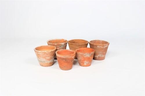 thumbnails bij product 6 handgevormde terracotta bloempotjes