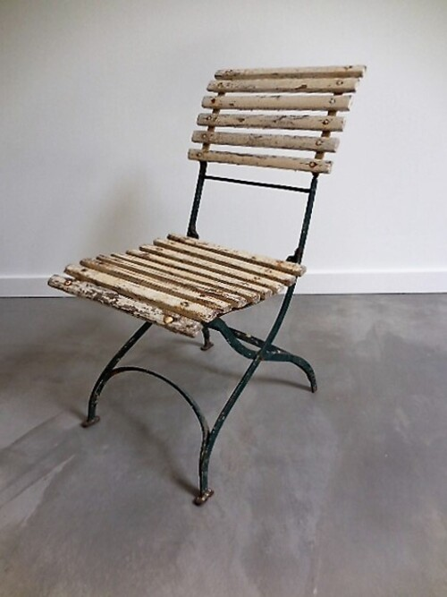 thumbnails bij product old French chair for garden