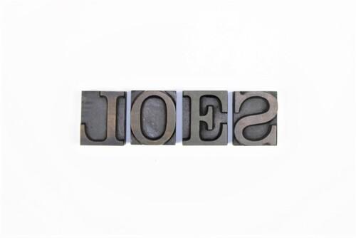 "thumbnails bij product Oude drukletters ""LOES"" of ""ELS"""