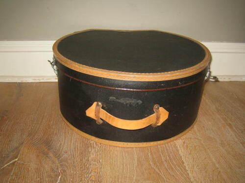 thumbnails bij product oude zwarte hoedenkoffer