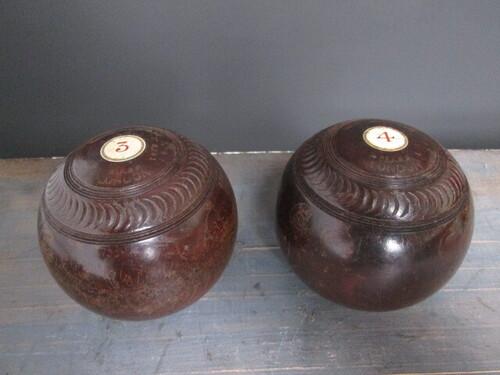 thumbnails bij product 2 Lawn Bowling Balls