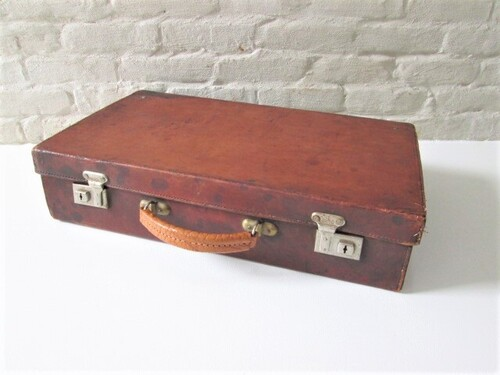 thumbnails bij product old suitcase in brown leather