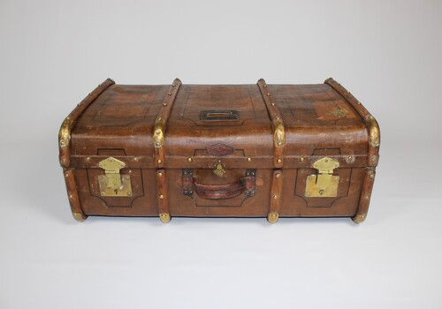 thumbnails bij product very old suitcase