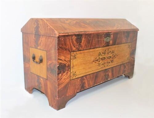 thumbnails bij product Coffre ancien en bois peint