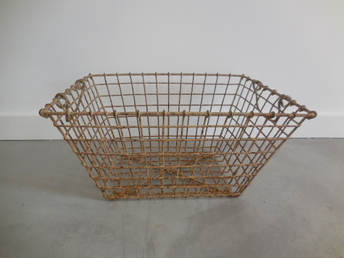 thumbnails bij product old metal basket for oysters