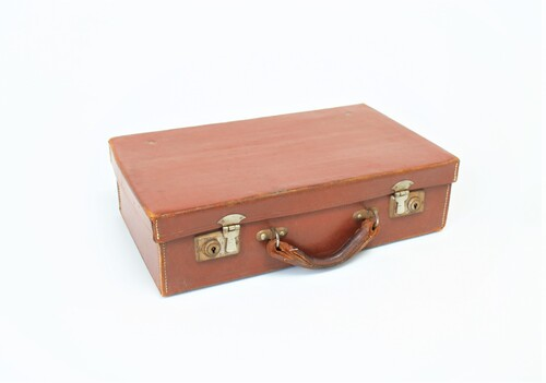 thumbnails bij product old small leather suitcase