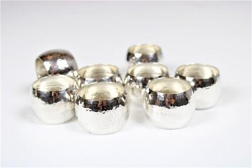 thumbnails bij product 8 zilveren servetringen, gehamerd