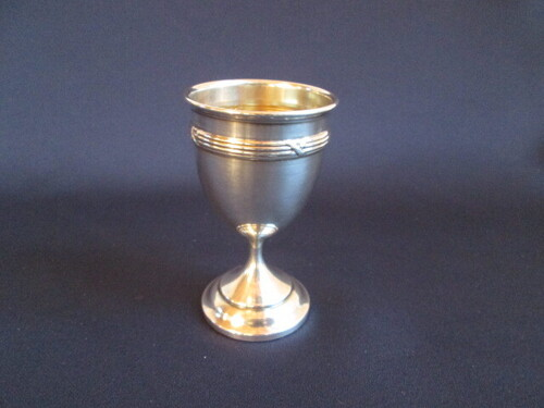 thumbnails bij product silver egg cup, crossed ribon decor
