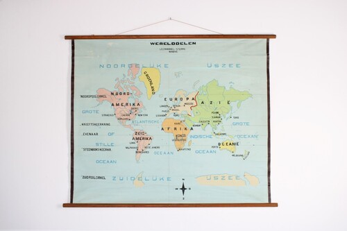 thumbnails bij product Old school world wall map