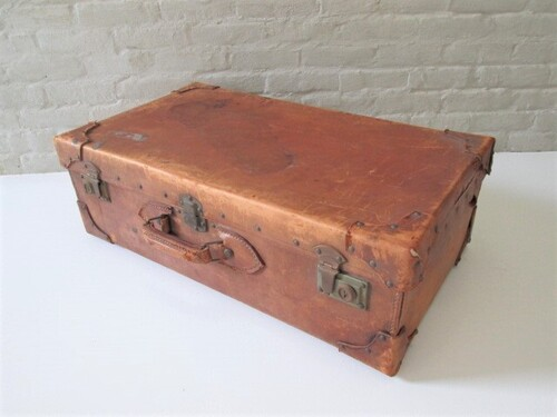 thumbnails bij product old leather suitcase