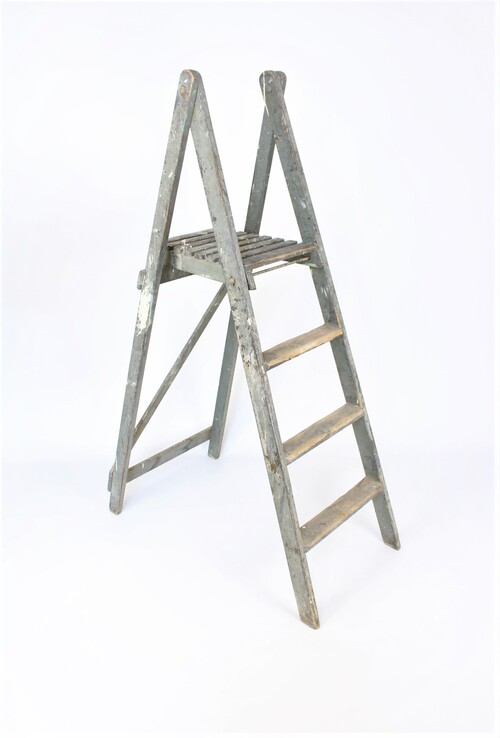 thumbnails bij product old grey wooden step ladder