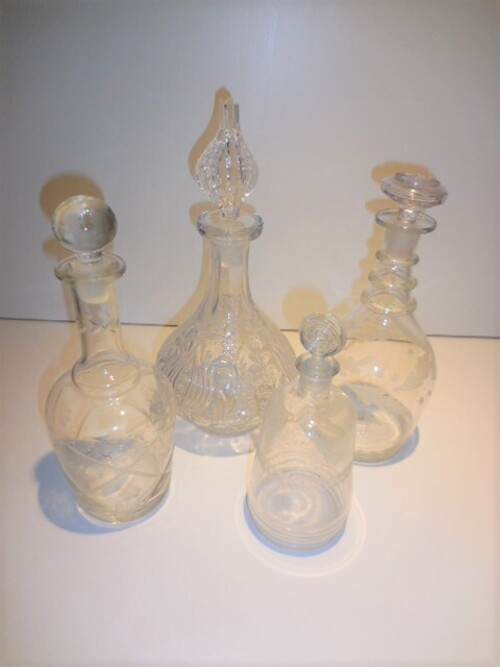 thumbnails bij product diverse glazen karaffen