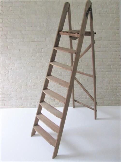 thumbnails bij product large old wooden stepladder