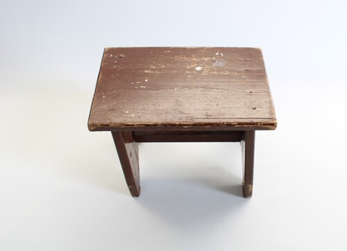 thumbnails bij product small wooden stool
