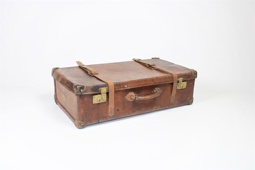 thumbnails bij product large antique suitcase