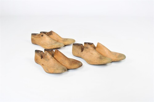 thumbnails bij product Old wooden shoe-lasts