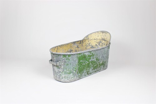 thumbnails bij product old zinc bathtub