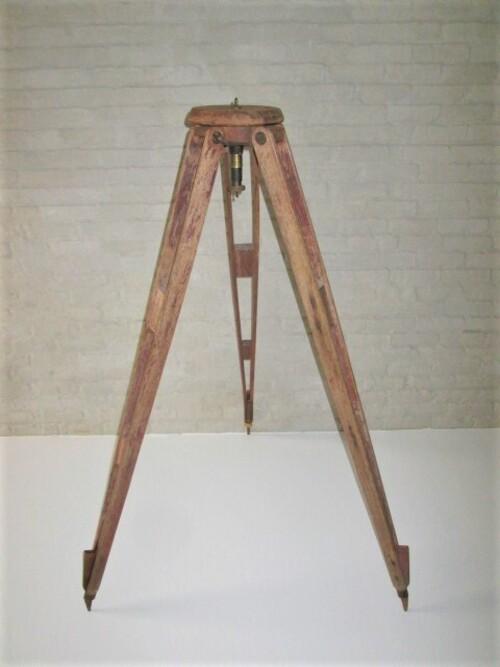 thumbnails bij product old wooden tripod