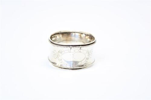 thumbnails bij product Zilveren servetring met parelrand