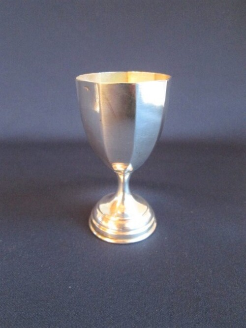 thumbnails bij product zilveren Art Deco eierdopje op voet