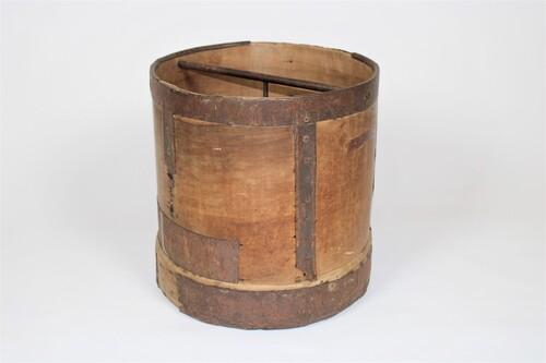 thumbnails bij product Ancienne mesure à grains en bois et fer