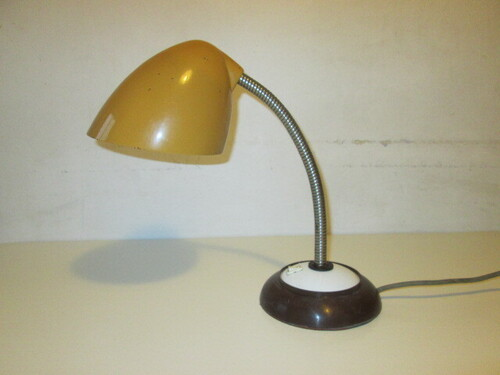 thumbnails bij product Yellow vintage desk lamp
