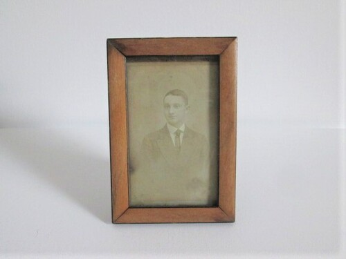 thumbnails bij product old wooden picture frame