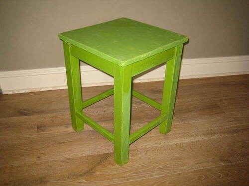 thumbnails bij product old green stool
