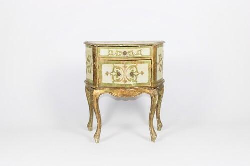 thumbnails bij product Vintage Florentine chest of drawers