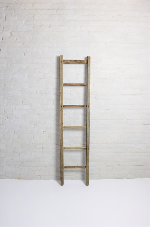 thumbnails bij product small old wooden ladder