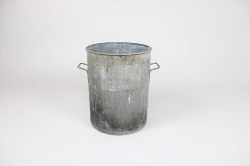 thumbnails bij product old zinc vessel
