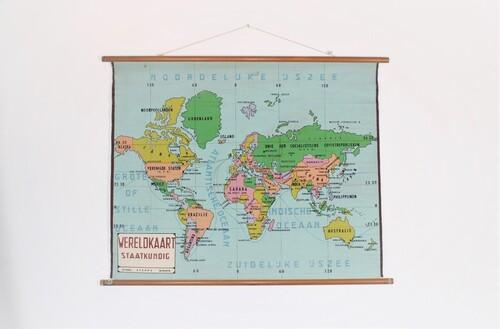 thumbnails bij product Old school world wall map