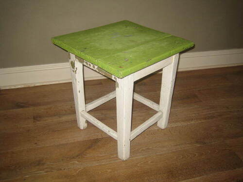 thumbnails bij product old green stool with white legs