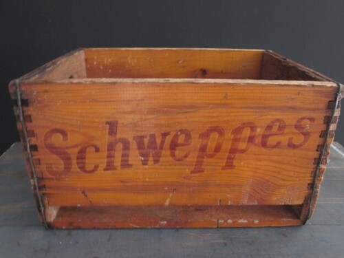 thumbnails bij product old wooden box Schweppes, 1967