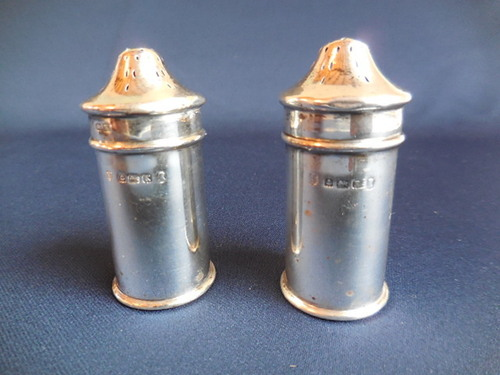 thumbnails bij product Engels zilveren peper- en zoutvat, 1934.
