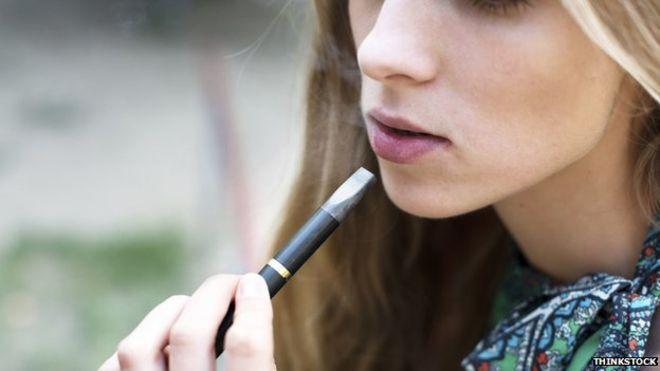 foto bij artikel Schakelen tieners die e-sigaretten dampen makkelijk over op roken?