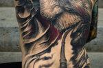 afbeelding bij artikel Riskeren mensen met grote tatoeages een zonneslag?