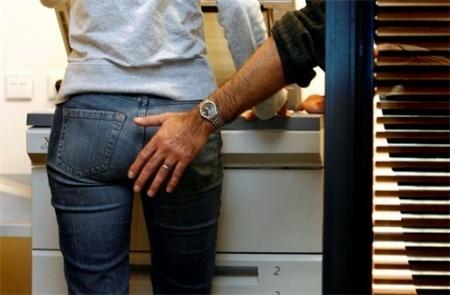 foto bij artikel Verhogen ongewenste intimiteiten op het werk de kans op depressie?